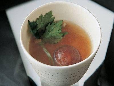 たけのこだしの汁物 レシピ 講師は野崎 洋光さん|ちらしの具を煮た、うまみたっぷりの汁でつくったお椀です。