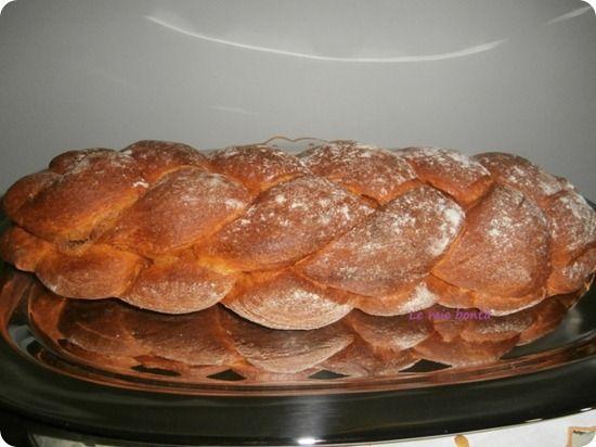Pan de pizza a doppia treccia con mozzarella.