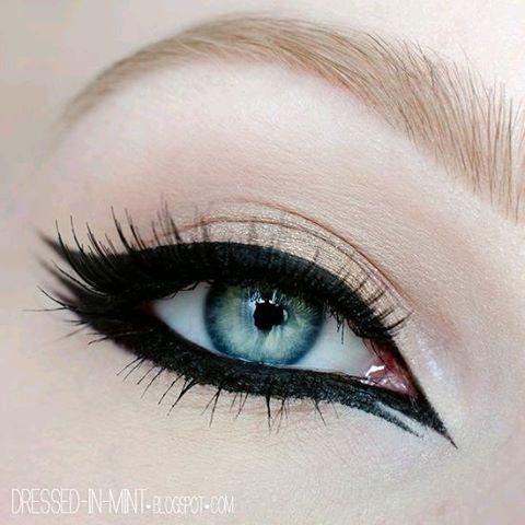For the night #makeup  #eyesmakeup  #blueeyes  #blondeyebrows  #blackeyeliner #blackeyelashes #doubleeyeliner  #arabiceyelinner  #pale #nightmakeup #darkmakeup