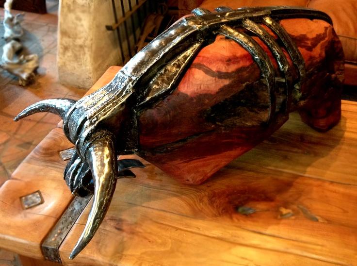 Escultura Toro Red Wood de una sola pieza de roble con fierro forjado reciclado.  www.facebook.com/nativoredwoodsa