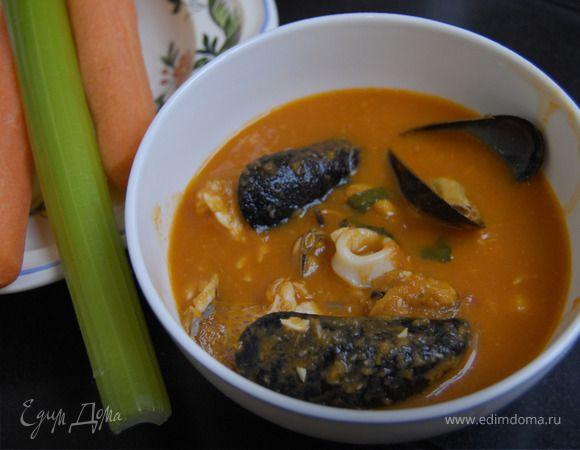 Этот суп можно готовить с любой рыбой — чем больше рыбное разнообразие, тем вкуснее. Замечательный бульон получается, если к рыбе добавить головы и хвостики креветок — они дают такой запах и такую ...