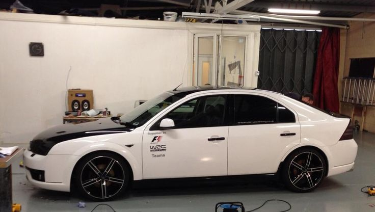Ford mondeo st tdci vinyl wrapped gloss white