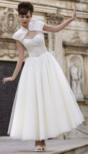 Very retro. Stephanie Allin dress/ Vestido de novia corto para boda civil
