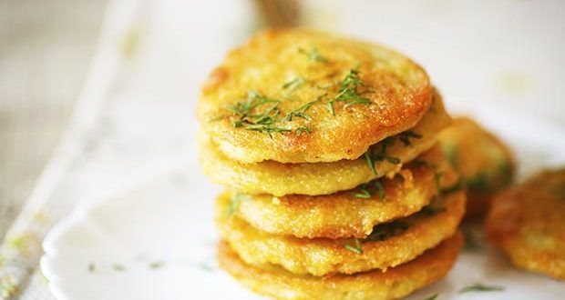 Frittelle di patate Il piatto che andrò a preparare come contorno, frittelle di patate con formaggi...