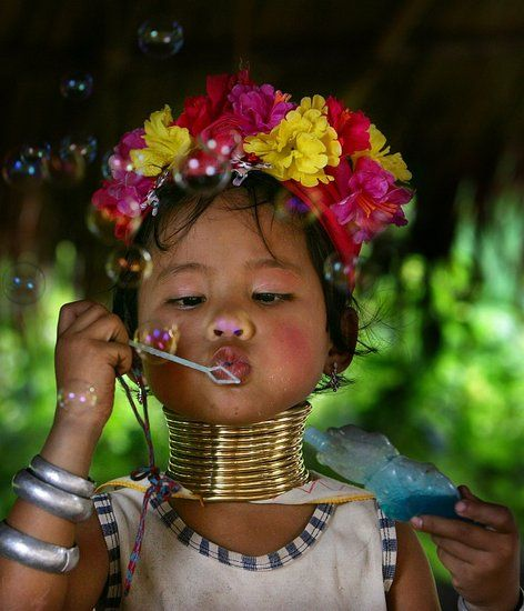 """beauty bubbles""....Asian childLittle Girls, Face Children, Thailand, Long Neck, Blowing Bubbles, Kids, People, Beautiful Things, Young Girls"