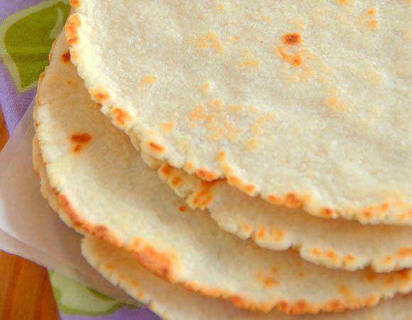 Estas deliciosas tortillas de quinoa sin gluten son una alternativa a las populares tortillas de trigo mexicanas utilizadas para hacer fajitas, tacos, burritos, quesadillas y otros platos tradicionales. Con el delicioso sabor de la quinoa son lo suficientemente flexibles y…Leer receta ›