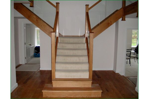The Rollswood is an American white oak T-shaped glass staircase.