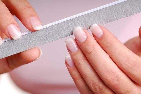 Cómo quitar las uñas de gel. Las uñas de gel son las más populares entre todas las uñas acrílicas por su facilidad a la hora de ponerlas y su fantástico resultado. Suelen durar entre 3 y 4 semanas, dependiendo del rápido o lento ...