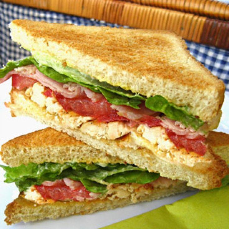 Κλαμπ σάντουιτς με κοτόπουλο και μπέικον - gourmed.gr