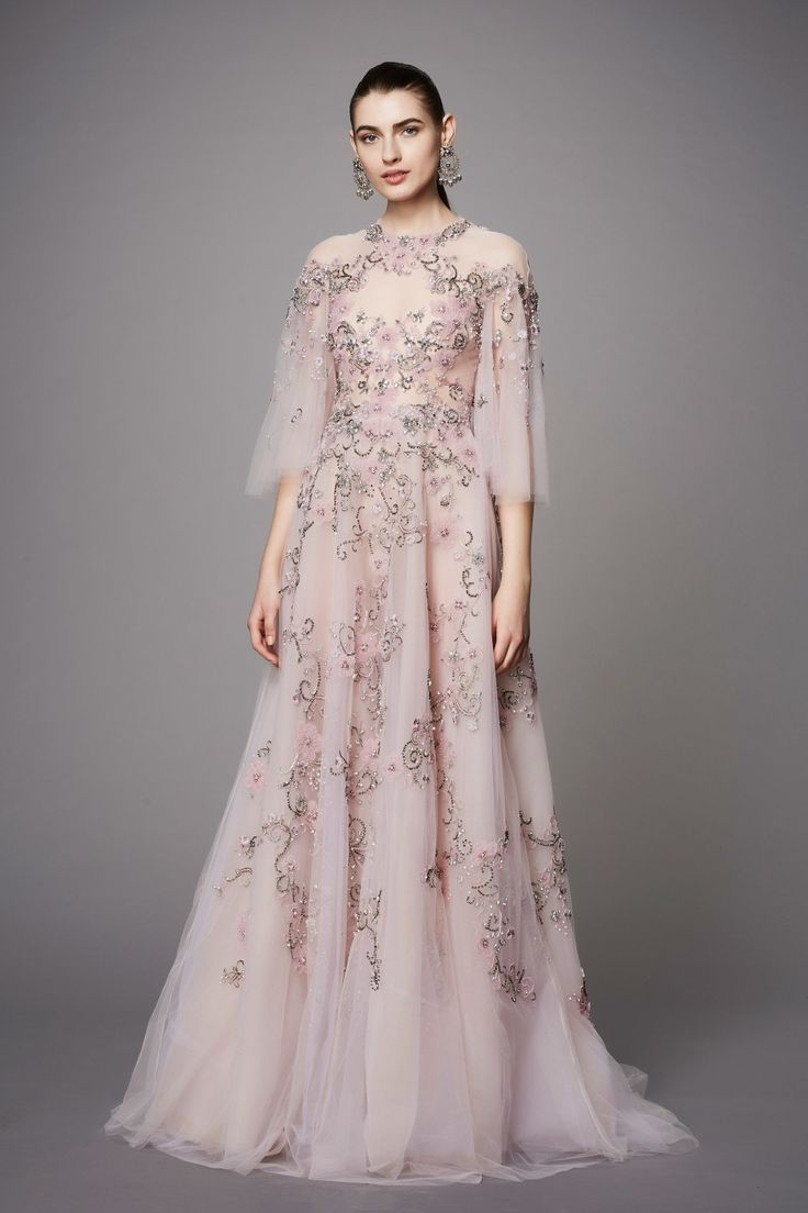 View the full Marchesa Pre-Fall 2017 collection.