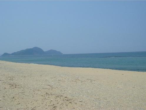 自慢の白砂。深浜海水浴場。  遠浅で小さなお子様も遊べます。
