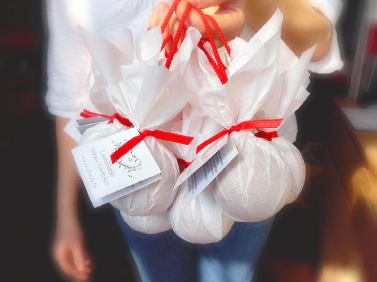 Nőnapi csokor :-) http://webshop.love2smile.hu/spl/406154/Zuhanyszappanok #internationalwomansday #natural #soap #szappan #zuhanyszappan