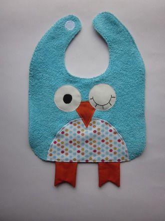 Bavoir rigolo en forme de hibou pour petit garçon . Cadeaux original, unique et 100 % fait main ! Tissu éponge bleu et tissu à petits pois multicolore Attache pratique et s - 12833855