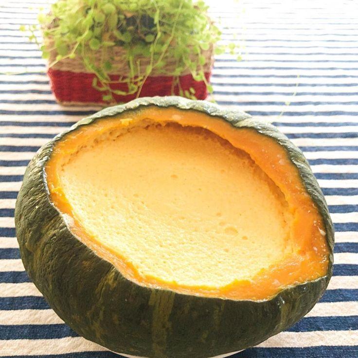 2017.07.28 エビスカボチャがたくさん出回っているので 早速カボチャプリンを 作りました 卵は使わずに生クリームだけで仕上げました 滑らかな優しいお味に 我が家のヨーキーも喜びました カボチャの皮ばかり食べるのですが 笑  夏のスイーツにピッタリでした Because there are many Ebisu pumpkins circulating Quickly pumpkin pudding I made. I did not use eggs and finished with fresh cream alone. Smooth and gentle taste My yokey was also pleased. I eat only pumpkin skin but lol  It was perfect for summer sweets.  #pumkin #vsco #foodpic #foodstragram #vscocam #instafood #instavsco #IGersJP #foodphoto #onthetable…
