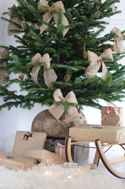 Burlap Bows on the Christmas Tree | Rustic Christmas