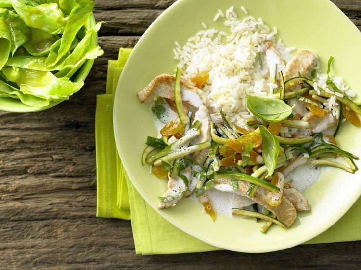 Aprikosen-Puten-Geschnetzeltes - mit Reis und Salat - smarter - Kalorien: 445 Kcal - Zeit: 40 Min. | eatsmarter.de