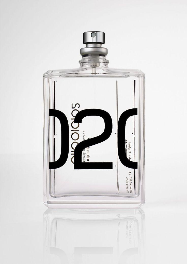 Bijna. Bijna had ik 'em gekocht, de geur 'Not a Perfume' van nichehuis Juliette has a Gun. Online varieert de prijs van €64,95 tot €110,- per 100 ml MAAR wist je dat je deze geur gewoon HELEMAAL ZELF kunt maken voor slechts een FRACTIE van de prijs? Not a Perfume bestaat namelijk uit slechts één geurstof ingrediënt en dat is Ambroxan. En we zijn nog niet klaar, want Molecule 02 van Escentric Molecules bestaat óók al uit dat ene ingrediënt. We hebben het hier dus over 2 hele luxe niche…