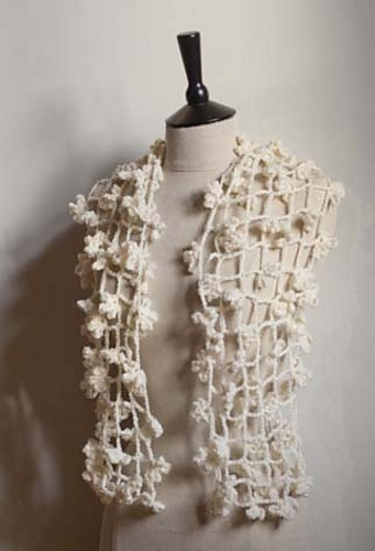 Inspiration  Ravelry: Shade of Spider Scarf pattern by WhisperTwister - PAID PATTERN