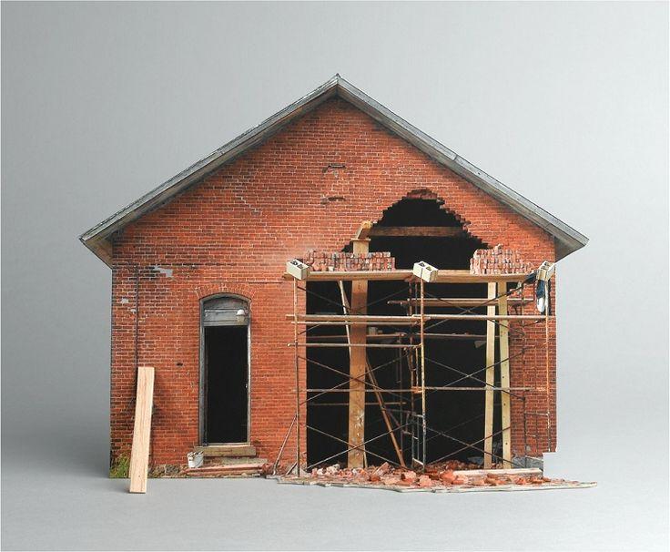 http://www.en123inmuebles.com.ve/cosas-de-casa/articulos-de-interes/extranos-modelos-a-escala-de-casas-destrozadas.1976
