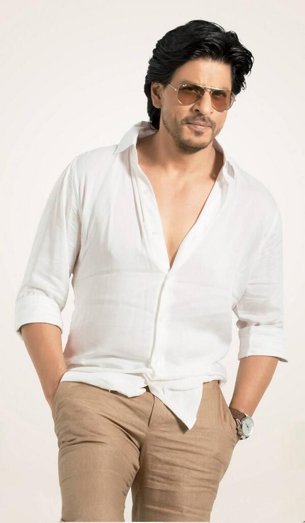 HQ picture of Shah Rukh Khan from his latest Mahagun Moderne Ad.