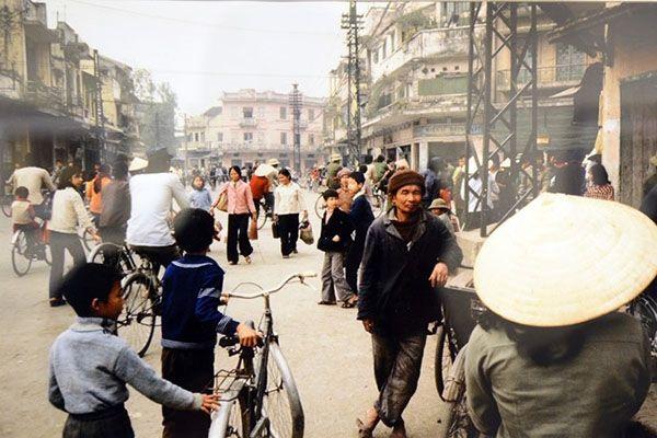 Un Hanoi sous l'économie de subvention, un Sài Gon tranquille, un Huê peinard,… tels sont les paysages vietnamiens saisis il y a 30 ans par l'objectif de Michel Blanchard, un photograph…