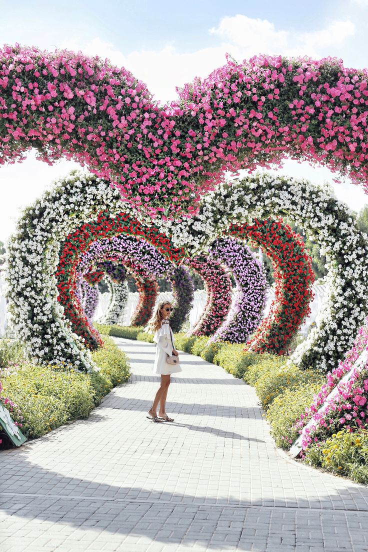 Flowers and hearts at Miracle Garden I Dubai: http://www.ohhcouture.com/2017/03/monday-update-47/ #leoniehanne #ohhcouture