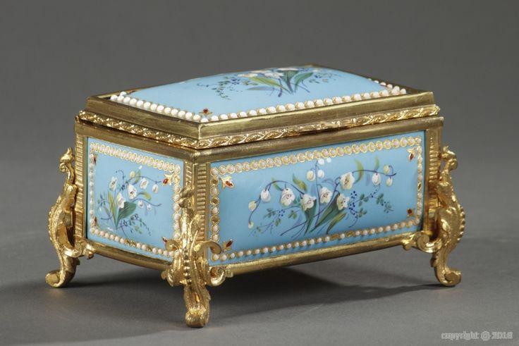 Boîte en émail bleu de Bresse et monture en bronze doré