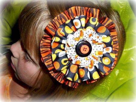 Ribbon Circle Halloween Bow.. so so cute!
