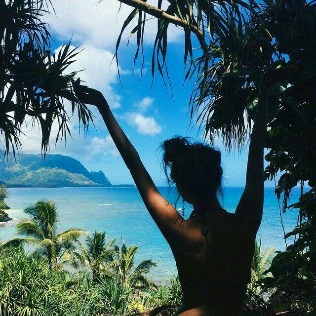 Parece que estou numa ilha isolada do mundo, mas e só ilusão mesmo...tinha muitas árvores grandes por aqui🌴🌴🌴