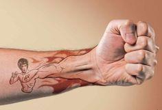 tatouage homme avant-bras: le poing de Bruce Lee
