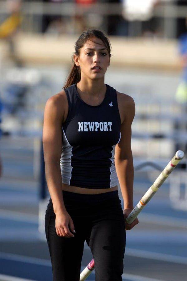 2008 : Allison Stokke