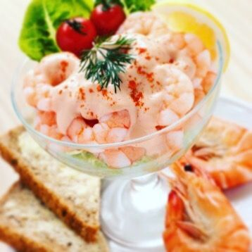 """Tonight's sophysticated dinner is served with a delicious """"Cocktail di Gamberi"""" a light pink Shrimps Cocktail Salad perfect for a romantic dinner... GET THE RECIPE: link on profile #therealitalianfood #foodie #foodporn #instafood #italianway #recipes #recipeoftheday #italy #foodpic #italianfood #foodies #yum#yummy#shrimpscocktail#pinksauce#italianrecipe"""