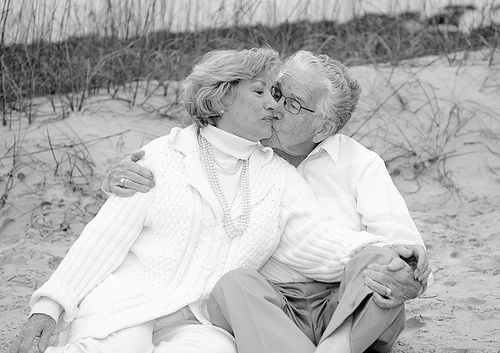 Older couple kissing in Myrtle Beach | Myrtle Beach Family P… | Flickr