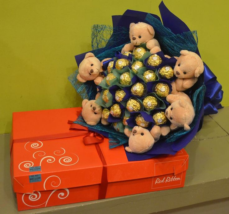 Blue-themed Chocolate Bouquet and Cake #chocolatebouquet #ferrerobouquet #chocolates #cake #blue #gifts #sendgifts #giftdelivery #giftshop #davao #philippines