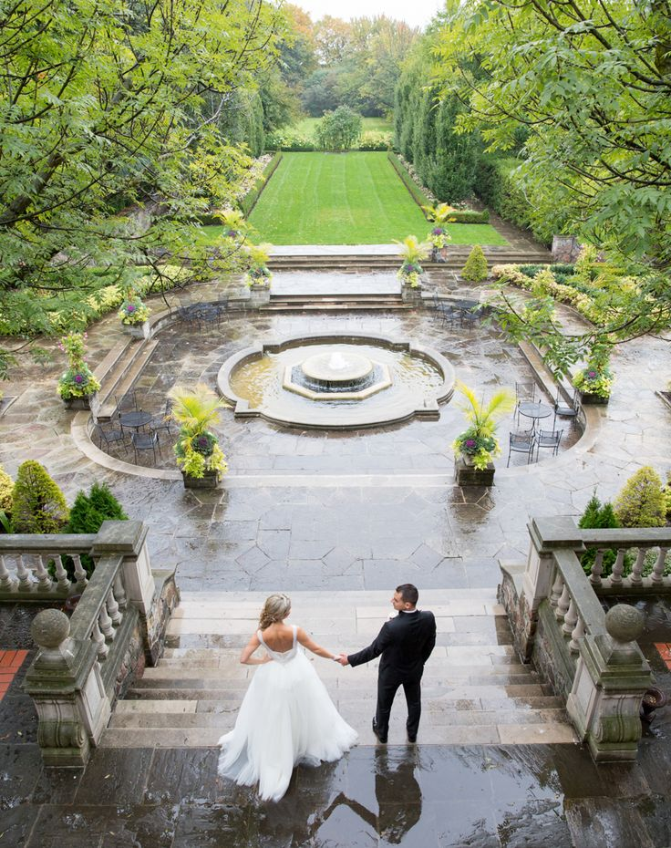 Graydon Hall Manor is beautiful even when it rains and is good luck for your wedding day! #SWPhotography