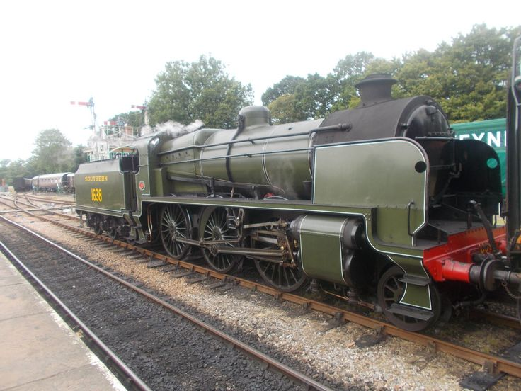 U class No 1638 with a train from East Grinstead as it waits for another train from Sheffield park