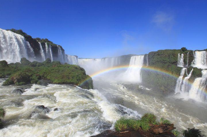 絶景を超えた絶景が、ここにはあります。 オリンピックを控え、多くの人が注目するブラジルですが、その観光はまだまだ馴染みのない人が多いのではないのでしょうか? ブラジルの観光スポットと言えば、イグアスの滝やアマゾン川が有名ですが、それ以上に、想像を絶する神秘の景色が広がっています。 私自身ももう一度訪れたい場所であり、最もおすすめの場所です。 あなたをブラジスの虜にする、おすすめ観光スポットを紹介します。