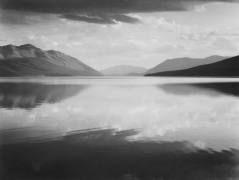 Guardando attraverso il lago verso le montagne, sera, Lago McDonald, Glacier National Park, Montana di Ansel Adams