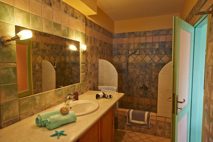 Villas Cavo Marathia - Maisonette Suite for two adults and up to two children - bathroom lower floor
