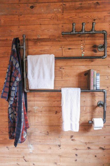 Über die Heizung? | This is just brilliant! Ryman Loft Bathroom Series Unit 3. stellableudesigns, via Etsy.