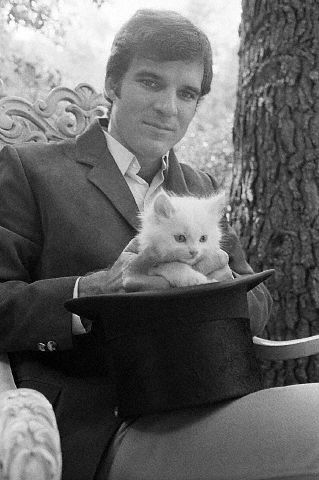 A much younger Steve Martin. I prefer this to the one where he is pretending to iron the poor kitten. Animal cruelty = never funny.