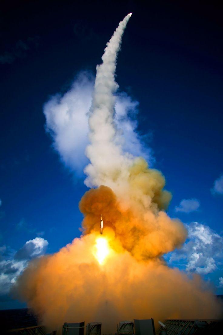 на открытом воздухе облако небо атмосфера дым самолет военные средство передвижения Огонь Красочный оружие Ракета Взрыв за пределами мощность Цены расширенных лицензий цвета Дымный Пламя Космический корабль взлетать Ракета Атмосфера земли Газовая вспышка Отправлять в эфир