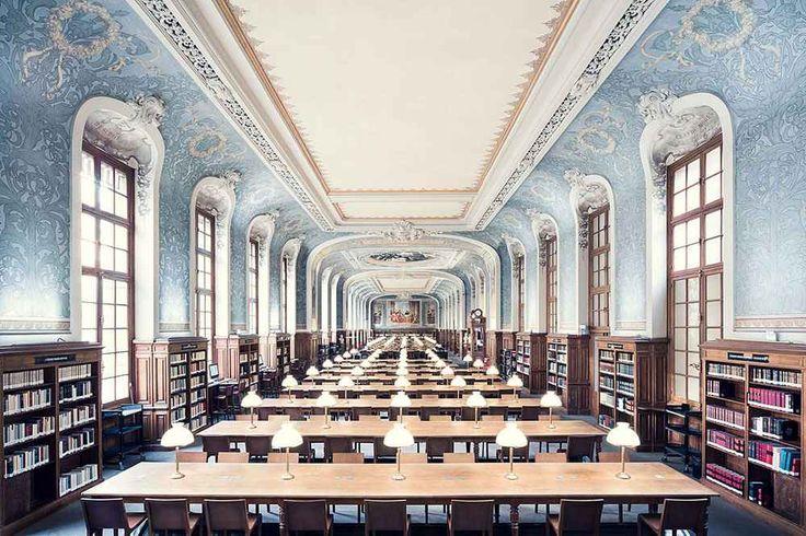 """Thibaud Poirier ha viaggiato senza sosta per fotografare tutte le biblioteche più belle d' Europa Il fotografo francese Thibaud Poirier ha impiegato 3 anni per raccogliere la collezione di scatti intitolata """"Libraries"""". Come dice il titolo, la serie è incentrata sulle biblioteche. Le più belle bi #fotografia #biblioteche #libri"""
