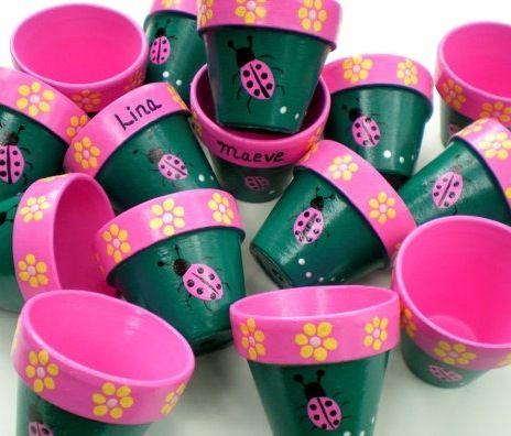 Party Favour Flower Pots - http://www.pinterest.com/pin/301037556315388611/