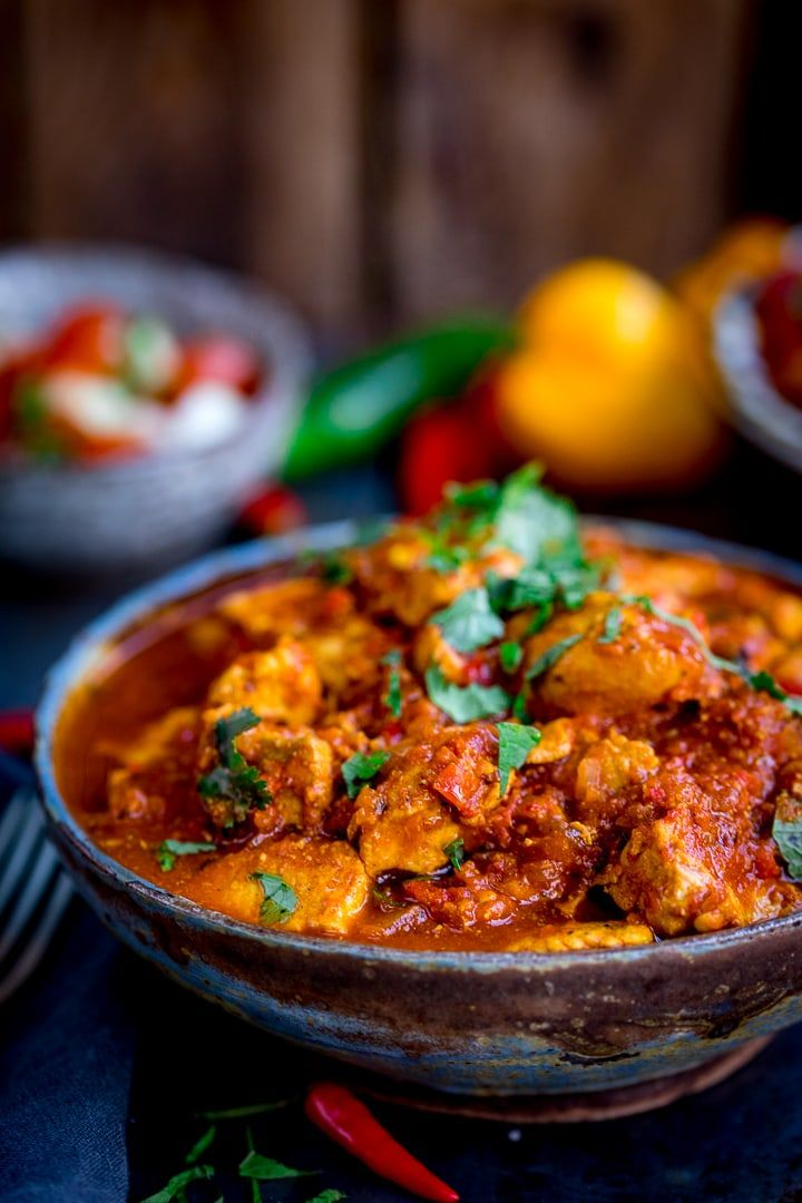 this healthier slow cooked spicy chicken rogan josh is just the thing when you re trying to be go in 2020 slow cooker curry chicken rogan josh recipes fakeaway recipes pinterest