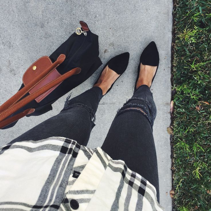 black pointed shoes and a black longchamp, perfection