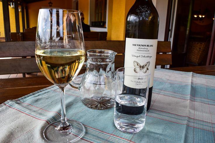 Im Buschenschank gibt's nur Weine und Essen vom Erzeuger  ... #buschenschank #österreich