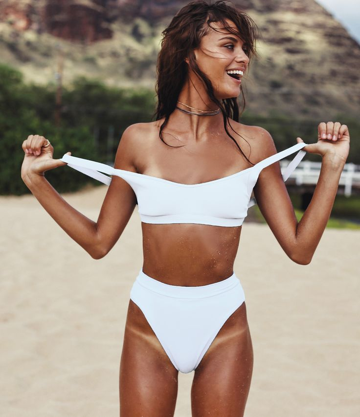 If you're a girl who loves to get active in her bikini, avoid the wardrobe malfunctions while still looking hot in this sporty-chic top! The Ridin' High Mac features a form-fitting, bib-style silhouet