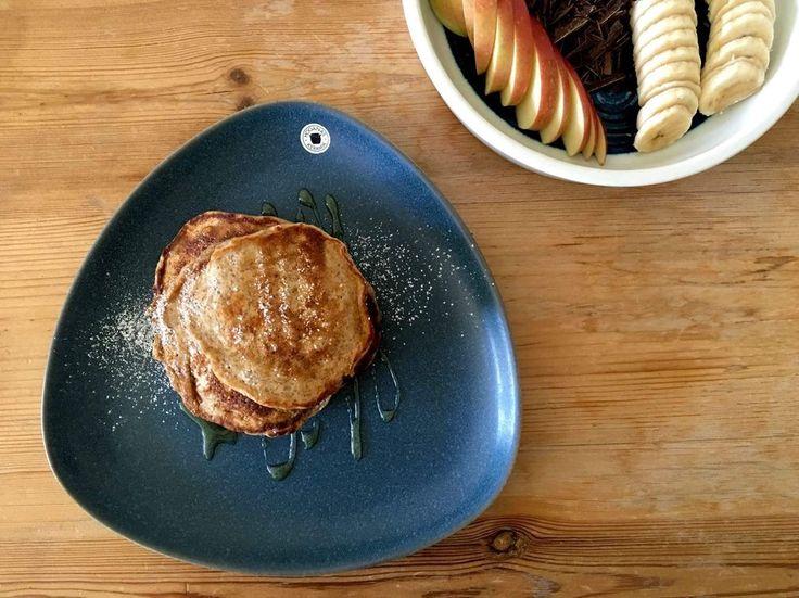 Googlade 'nyttiga amerikanska pannkakor' och hittade ett recept från Zeinas Kitchen som blev väldans bra. Jag gillar att göra pannkakor på grahamsmjöl och havregryn istället för enbart vetemjöl, de…