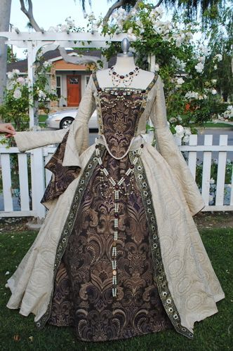 Medieval, Renaissance, Tudor Fantasy Full Set Gown/cape/jewelry New!